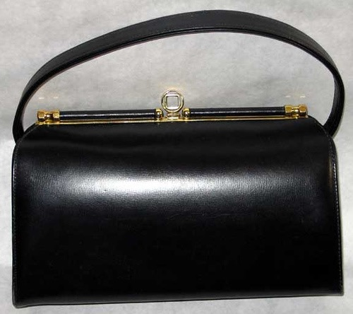 81226_vintage_handbags_59045476_89b4afd144